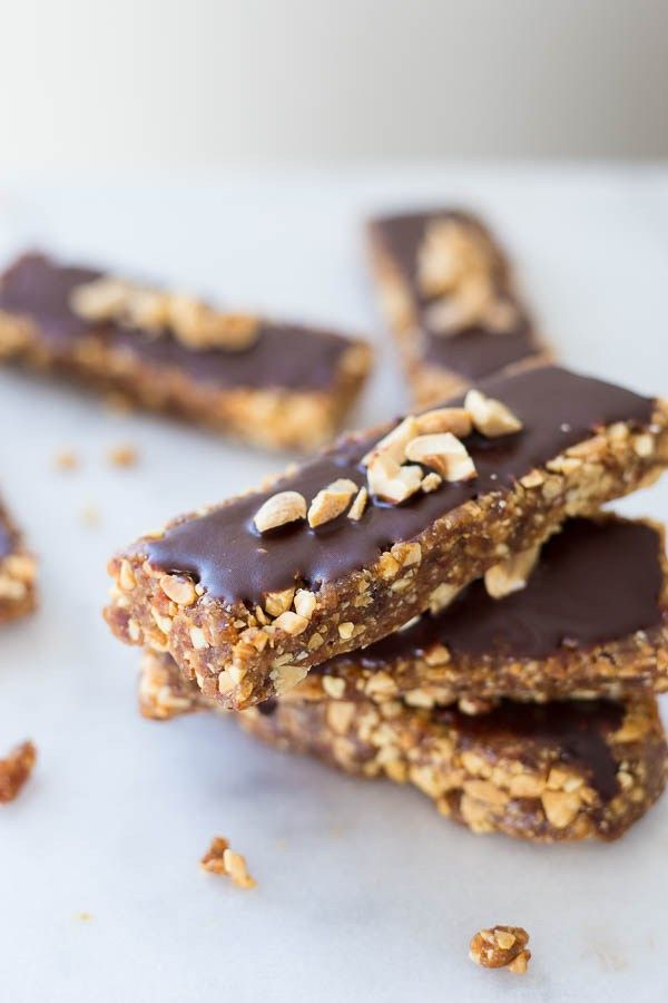 Here is a collection of 55+ Healthy College Snack Recipes that can be made in a college dorm room!