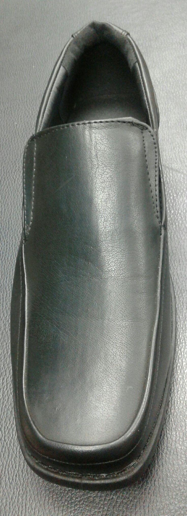 Tallas 40 al 44 Precio: $ 25000 Material: cuero sintético Contacto: +56967605480