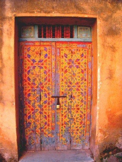 .Warm Colors, Doors Design, Orange Doors, Painting Doors, Front Doors, Beautiful Doors, Colors Doors, Wooden Doors, Doors Colors