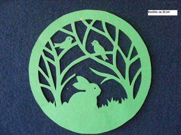 """Sie kaufen hier ein selbstgebasteltes Fensterbild  aus Tonkarton. """"Frühlingsidylle""""   Durchm. ca. 21 cm Farbe: grün  Versand- und Verpackungskosten: Deutsche Post Brief 2,20 € (Die Bilder..."""