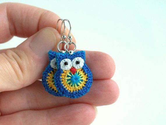 Crochet owl earrings blue and yellow owl earrings door MikiJensen