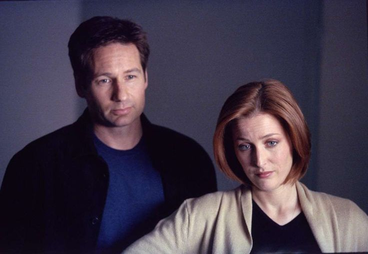 12 - FOX - The X-Files - Fox Mulder and Dana Scully