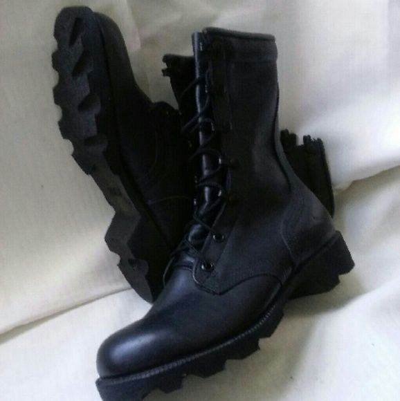 """Military Combat Boots Made in the USA Made in the USA these military combat boots are the best of the best! Strong & Durable. Leather Material Vulcanized Rubber Sole. Contains Steel Shank Padded Collar Removable Cushion Insole. 10"""" Height Never been worn Size 4.5 men. Women Size 6.5 Altama Shoes Combat & Moto Boots"""