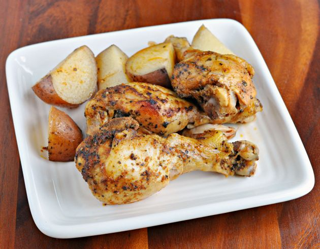 The recipe for Slow Cooker Herbed Chicken Legs and Potatoes tastes like the perfect bite of summer! #CrockPot #SlowCooker #Chicken #Recipe