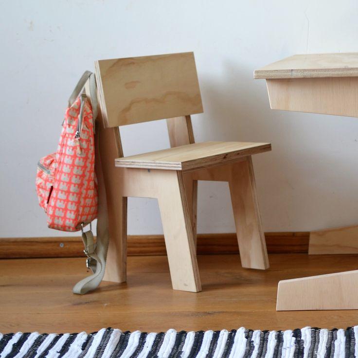 Kinderstoeltje   houten stoeltje van underlayment   stoeltje voor kleuter   kinderkamer inspiratie   rugtasje van Engelpunt   Dutch Design   Foto door VanStoerHout