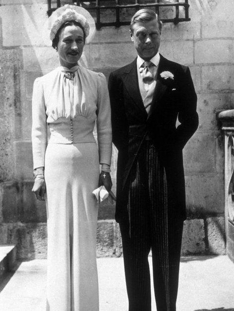 Die Amerikanerin Wallis Simpson († 91) heiratete 1937 König Edward III. († 77) und wurde zur Herzogin von Windsor.