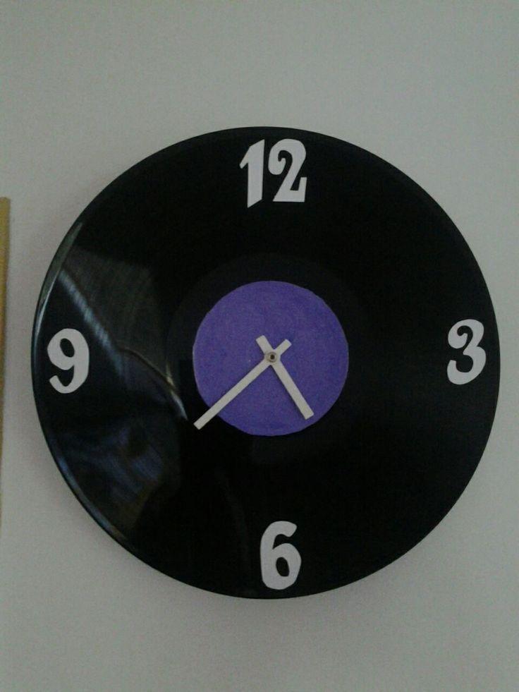DIY vinyl clock