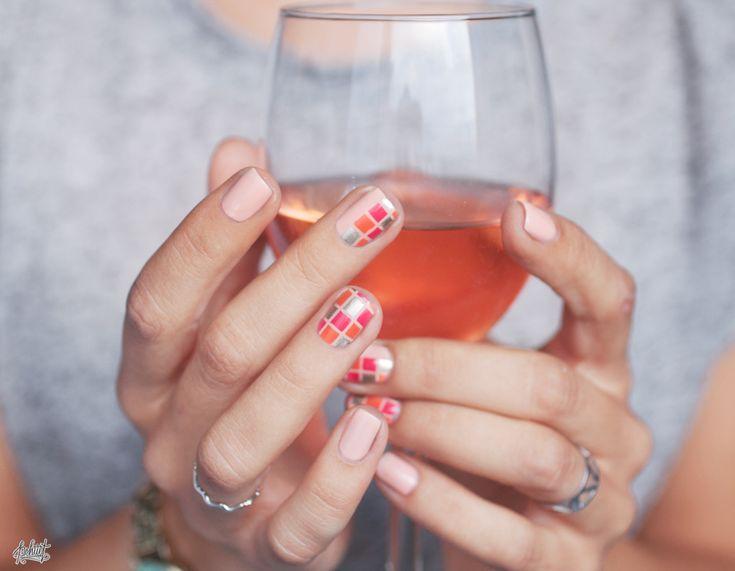 Nail art à carreaux sur Sunkissed de Dior