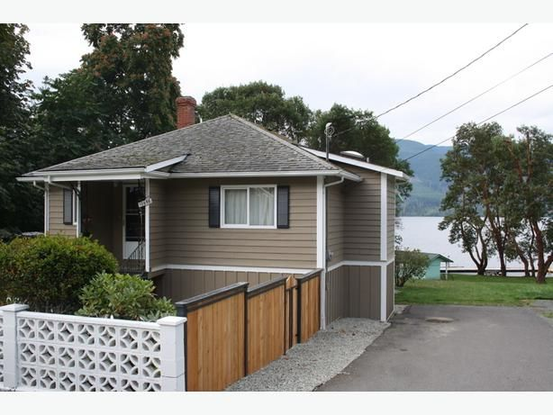 Fenced 3BR in beautiful waterfront park setting