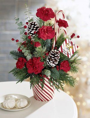 Christmas Flower Arrangements | Keeping Holiday Flowers Fresh | 416-florist.com Flower Blog