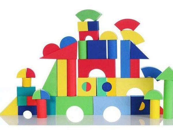 die besten 25 schaumstoff bausteine ideen auf pinterest geburtstagsgirlande lego friends. Black Bedroom Furniture Sets. Home Design Ideas