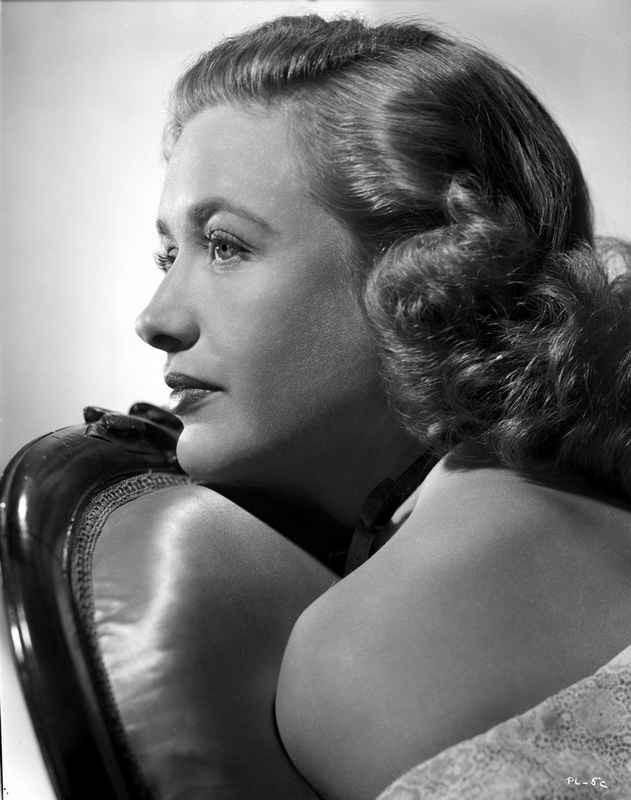 Priscilla Lane Leaning and posed High Quality Photo – Movie Star News