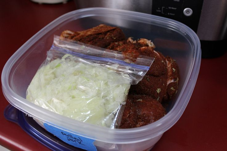 Tips for freezing meals, so the plastic bags don't take over your freezer. Meal planning and freezer meals. #organization #makeaheadmeals #freezermeals