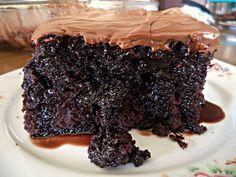 Daddy Cool!: Κολασμένη σοκολατοπιτα με λαχταριστο frosting σοκολατας! Απο τη Σοφη Τσιωπου