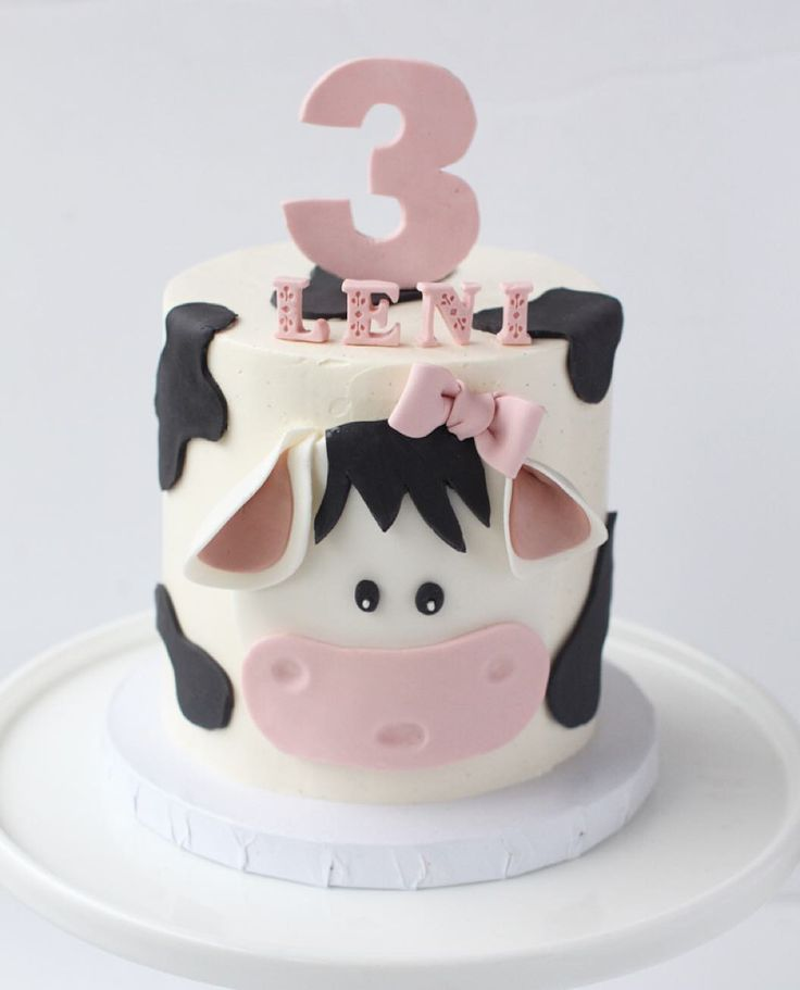 Sweet little cow cake for Leni! #cowcake #cowlove #birthdaycake #birthdayparty by starbirdbakehouse