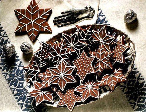 печем новогоднее печенье-снежинки