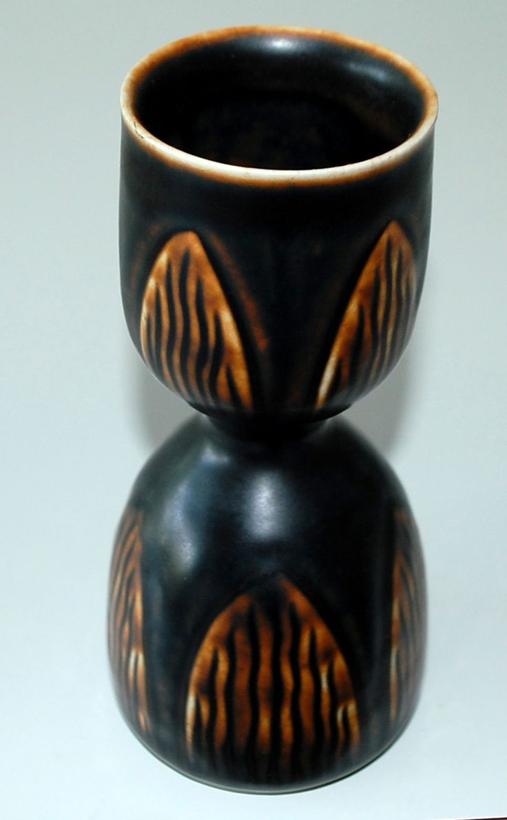 Gerd Bøgelund, vase in stoneware, Royal Copenhagen Denmark. 22583. H: 17,5 cm.