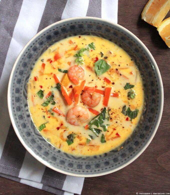 asiatische Kürbissuppe mit Ingwer, Karotte und Garnelen
