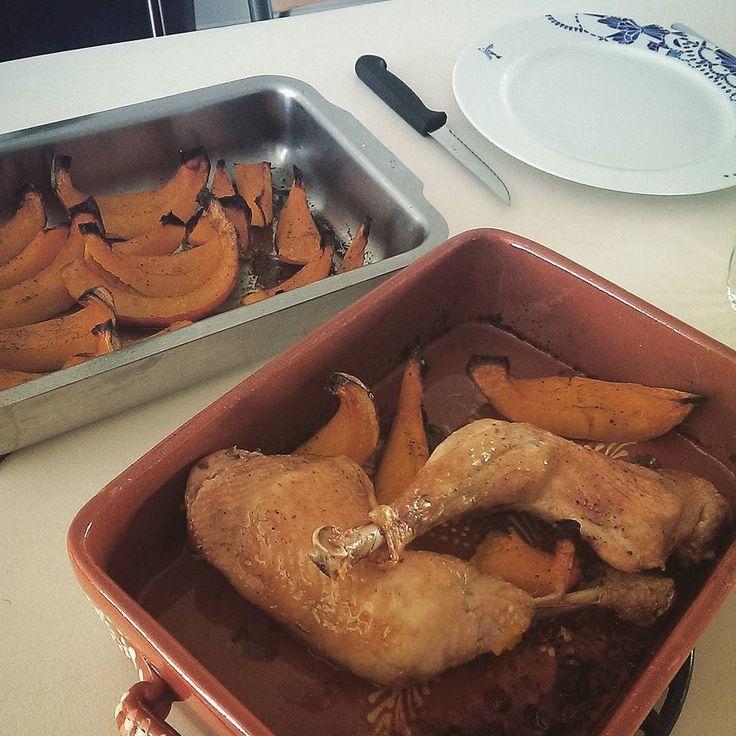 Cuisses de poulet et ses quartiers de potimarron rôtis #instagood #photooftheday #sunday #cooking #couleurs #automne