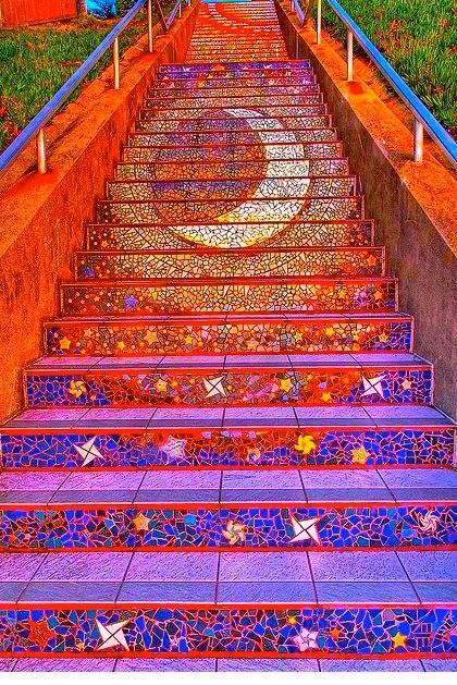 escada de mosaicos