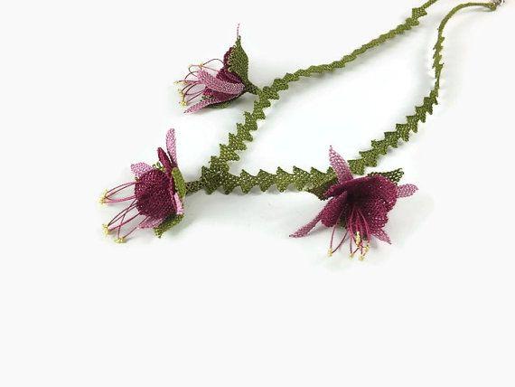 Aguja rosa y Burdeos de encaje Oya flores del ganchillo