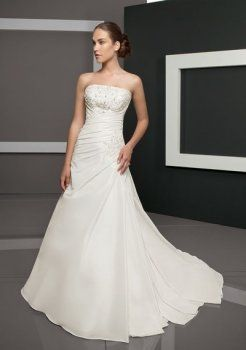 Una linea di abiti da sposa senza spalline semplici bei
