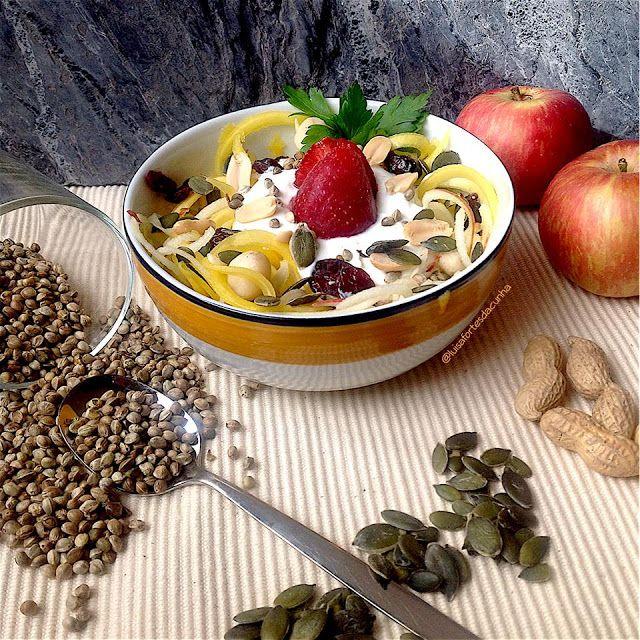 My Casual Brunch: Esparguete de maçã e manga com iogurte e sementes
