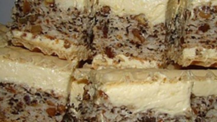 Bine ati venit in Bucataria Romaneasca Ingrediente: Blatul: 12 albusuri o cana si jumatate de zahar (375 g) o cana si jumatate de faina (masori cu aceeasi cana) 1 praf