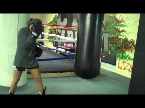 How to Hit the heavy bag for women. www.fitbytes.com for best womens fitness advice