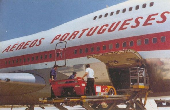TAP Boeing 747 loading cargo (early '70's)