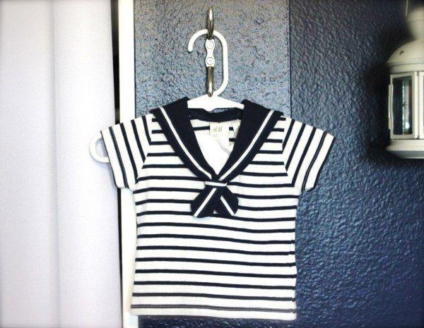 roupa de marinheiro decorando quarto náutico