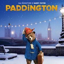 """Protagonista del film è un giovane orso cresciuto nel profondo della giungla peruviana con la zia Lucy. Quando un terremoto distrugge la loro casa, la zia Lucy decide che è giunto il momento di """"spedire"""" il suo giovane nipote in Inghilterra. Munito di montgomery, cappellino ed inseparabile valigetta, l'orso arriva nella città che aveva tanto sognato, ma si perde alla stazione di Paddington e capisce che la vita in città non è esattamente come se la immaginava. Acquista subito il tuo…"""