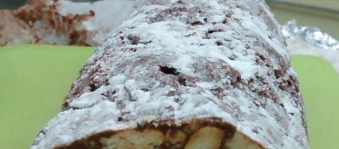 'Il+salame+di+cioccolato'+(chocoladesalami)+is+in+Italië+een+veelgegeten+'dolce'+.+De+chocoladesalami+heet+zo+omdat+het+lijkt+op+een+salamiworst.+Het+grappige+is+dat+deze+uit+chocolade+bestaat+en+in+de+verste+verte+niet+smaakt+naar+vlees.+Het+is+zeer+makkelijk+te+maken+en+daarbij+erg+lekker+om+te+eten,+wat+ook+belangrijk+is+natuurlijk. Afgelopen+kerst+heb+ik+de+chocoladesalami+voor+het+eerst+op.+Ik+vond+het+zo+lekker+en+origineel+dat+ik+besloten+had+om+het+zelf+ook+te+gaan+ma...