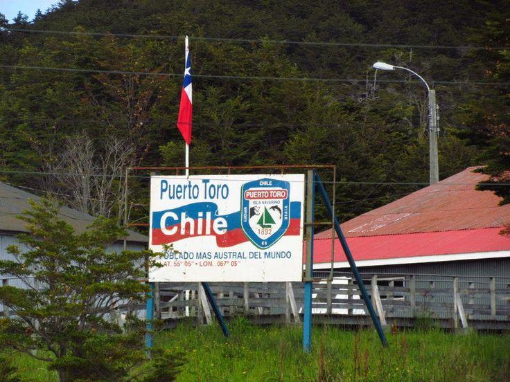 Poblado chileno, ubicado en la costa oriental de la isla Navarino, en la Provincia de la Antártica Chilena, Región de Magallanes. Puerto Toro es la comunidad más austral del mundo si no consideramos como comunidades las bases de la Antártida.