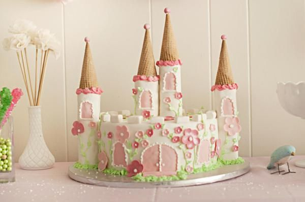 Cake to which Filly figures can be added onto... Thinking that the towers can be covered in fondant using kitchen rolls... They could also be covered in buttercream...