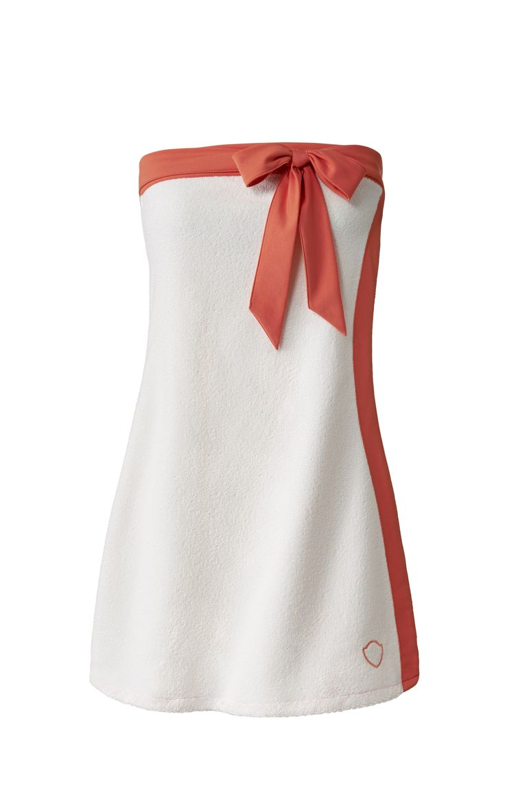 This multi-purpose strapless wrap dress lets you dry conveniently and gracefully. Softer and lighter than terrycloth, the fabric is ultra-absorptive, and the slight A-line silhouette imparts a flattering edge to your seaside style. #ynagua #quickdry #toweldress #wrapdress #coral #bow #beachwear #resortwear #timeless #staplepiece