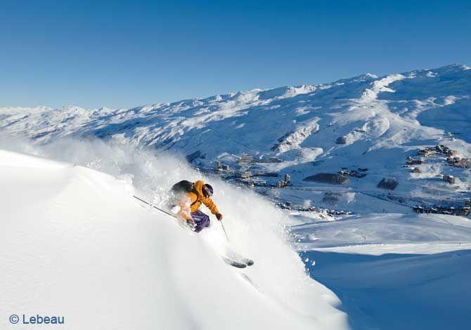 Les Menuires bénéficient également d'une situation privilégiée au sein du domaine skiable des 3 Vallées, le plus grand du monde, 600 km de pistes et une formidable diversité d'itinéraires et d'activités...  2 formules de Skipass sont proposées.