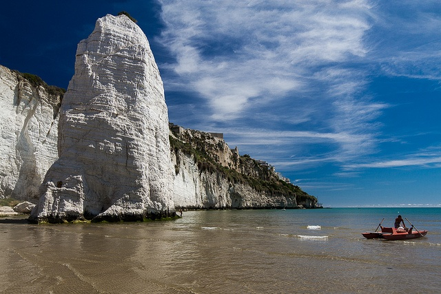 """#Pizzomunno di #Vieste Alto circa 25 metri, il #monolite si erge all'inizio della spiaggia detta del Castello ed è considerato il simbolo di Vieste.   Twenty-five meters high, Pizzomunno (a natural #obelisk) rises before """"Castle"""" beach and is the symbol of Vieste.  #Gargano #Puglia #Apulia #ItaliaIT #sea #mare"""
