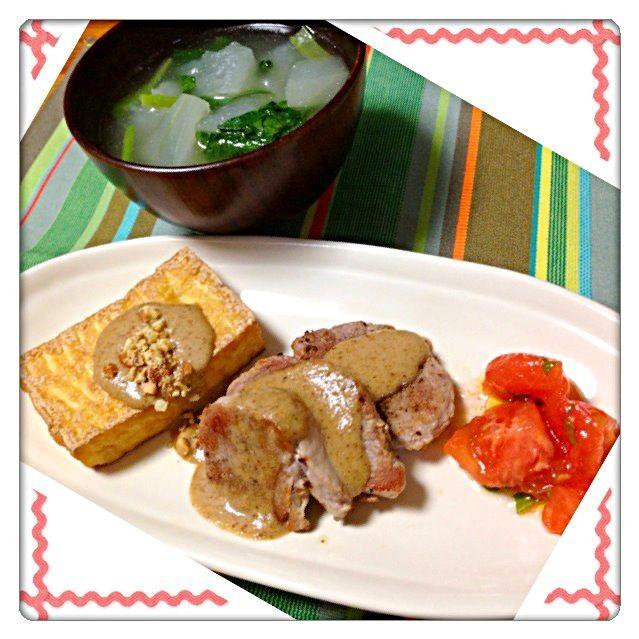 昨日は自分でもびっくりするくらいの食欲で… 高炭水化物の食事だったので…  今日は高タンパク料理にしました  絹厚揚げと豚ヒレ肉のソテーに自家製ミックスナッツのソースを乗せ。  トマトサラダ  冬瓜と小松菜の中華スープ。  ということで…チャラにしたい… - 55件のもぐもぐ - 高タンパク料理。 by ラパンママ