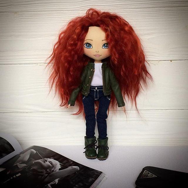 В полный рост) Такая детка получилась 😍 Моя новая любовь 😊❤️ . Куколка свободна .. . . #кукла #интерьернаякукла #текстильнаякукла #авторскаякукла #куклаизткани #кукларучнойработы #рыжая #ручнаяработа #красотка #кожанка #рыжаякрасотка #можняшка #моднаядевочка #подарокдлядевушки #оригинальныйподарок #doll #artdoll #handmadedoll #ragdoll #clothdoll #dollstagram #etsydoll #toys_gallery #helenkadollsналичие #мск #спб #березники