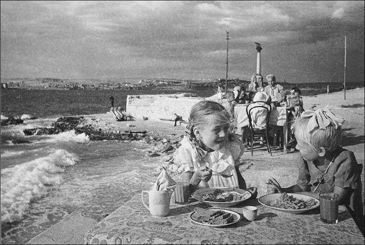 Севастополь, лето 1944, дет.сад. Фото Евгений Халдей