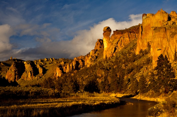 "Smith Rock State Park, the Crooked River and the ""Monkey Face"", Oregon"