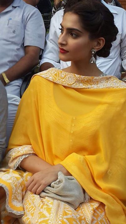 sonam kapoor i wish i could wear that point of yellow...