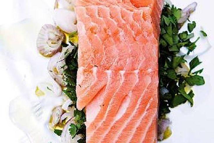 Das Rezept für Lachs in Alufolie mit allen nötigen Zutaten und der einfachsten Zubereitung - gesund kochen mit FIT FOR FUN