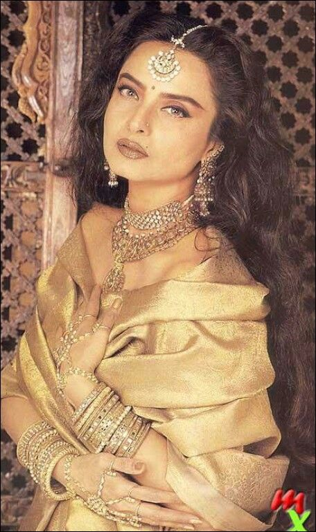 Commit Rekha old bollywood actress are available?