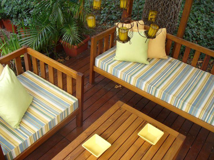 Siempre vigente el diseño del Sillón Sausalito. Podés ponerle almohadoncitos escalonados o 2 almohadas largas bien mullidas.