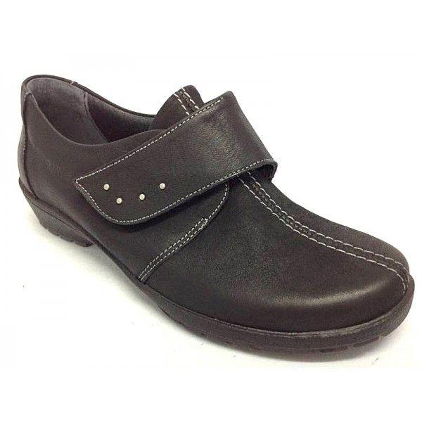 Zapato de velcro para plantillas extraibles.Zapato fabricado en piel de primera calidad.Plantillas extraibles.El velcro facilita el calzarse y descalzarse al dar mayor amplitud.Los adornos metálicos en la tira de velcro le dan un look más juvenil.Piso de goma ligera y flexible.Fabricado sobre una cuá de media altura muy cómoda.Colores,negro y marrón.Tallas desde el 35 al 41.www.calzadossilvio.com