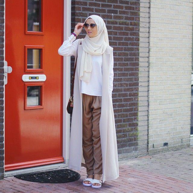 Hijab: @duckscarves Top: @aere Vest: @mimyaofficial Trousers: @zara_worldwide