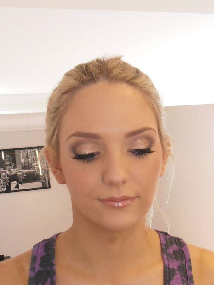 Wedding eye makeup natural bronze tone Wedding hair ...