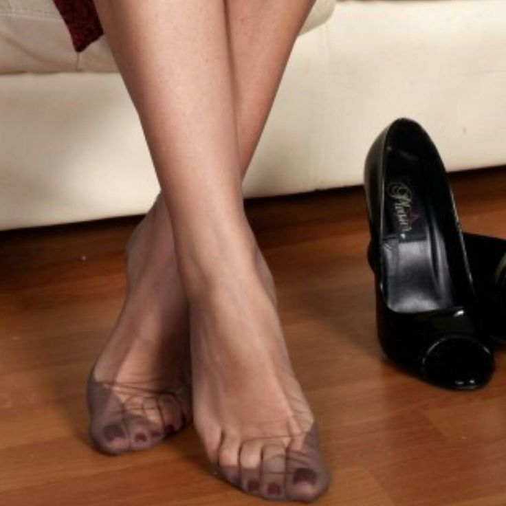 Pretty nylon feet